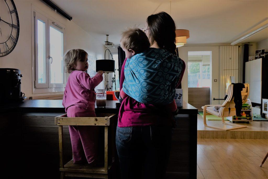 cuisine avec enfant dos